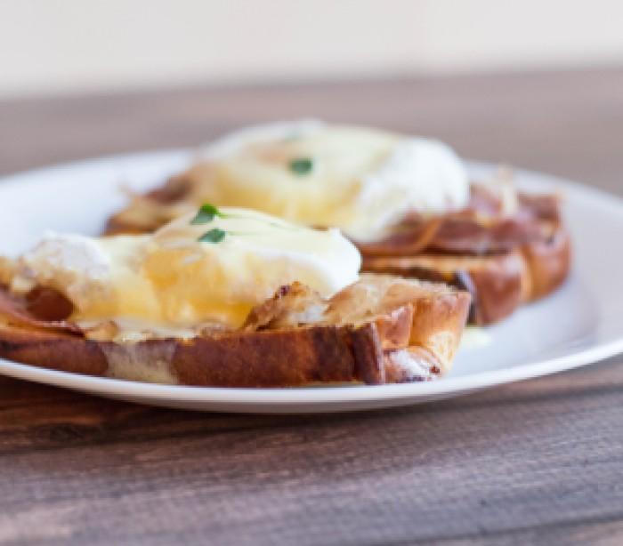 Prosciutto Eggs Benedict onChallah