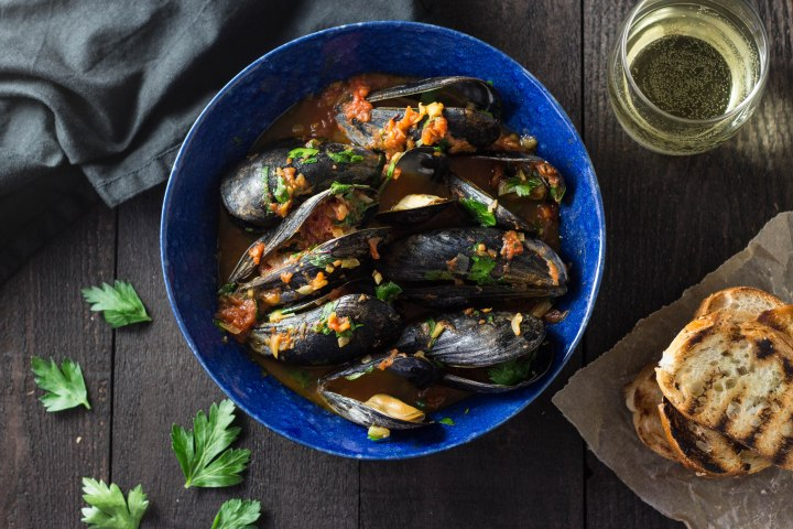 Mussels in Tomato Saffron Broth